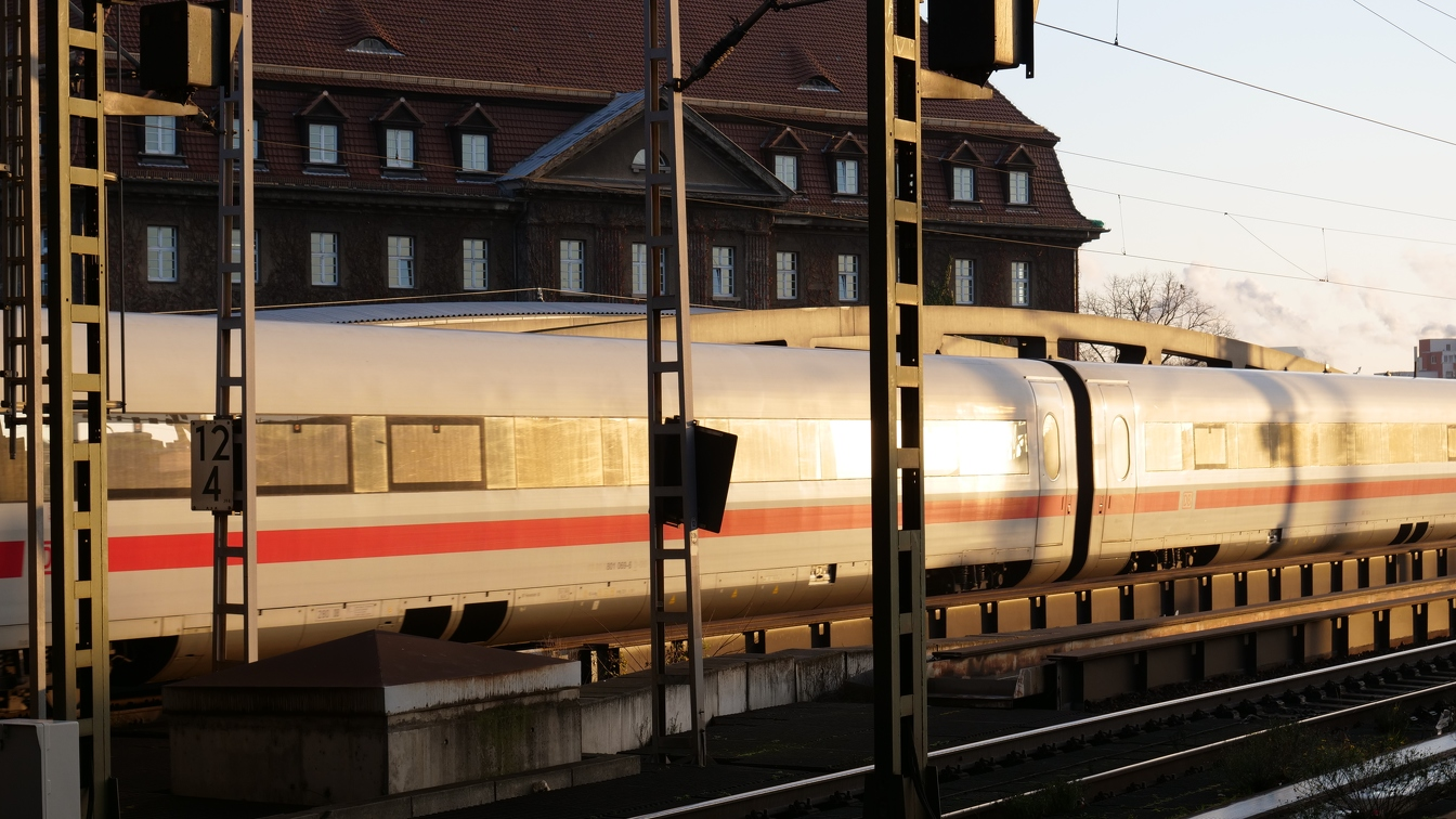 Bahn in Morgensonne